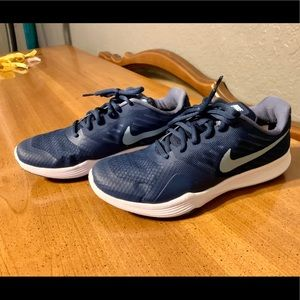 Nike City Trainer Tennis Shoes 7.5 Navy